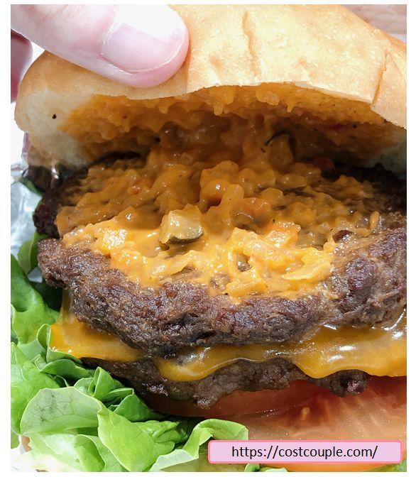 コストコフードコートのチーズバーガー